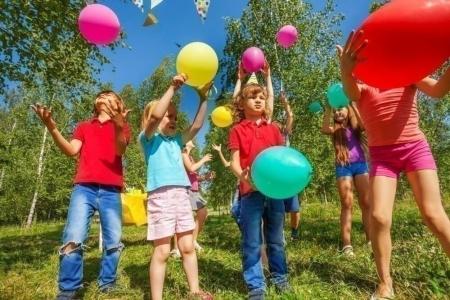 Игры с воздушными шарами для детей и взрослых